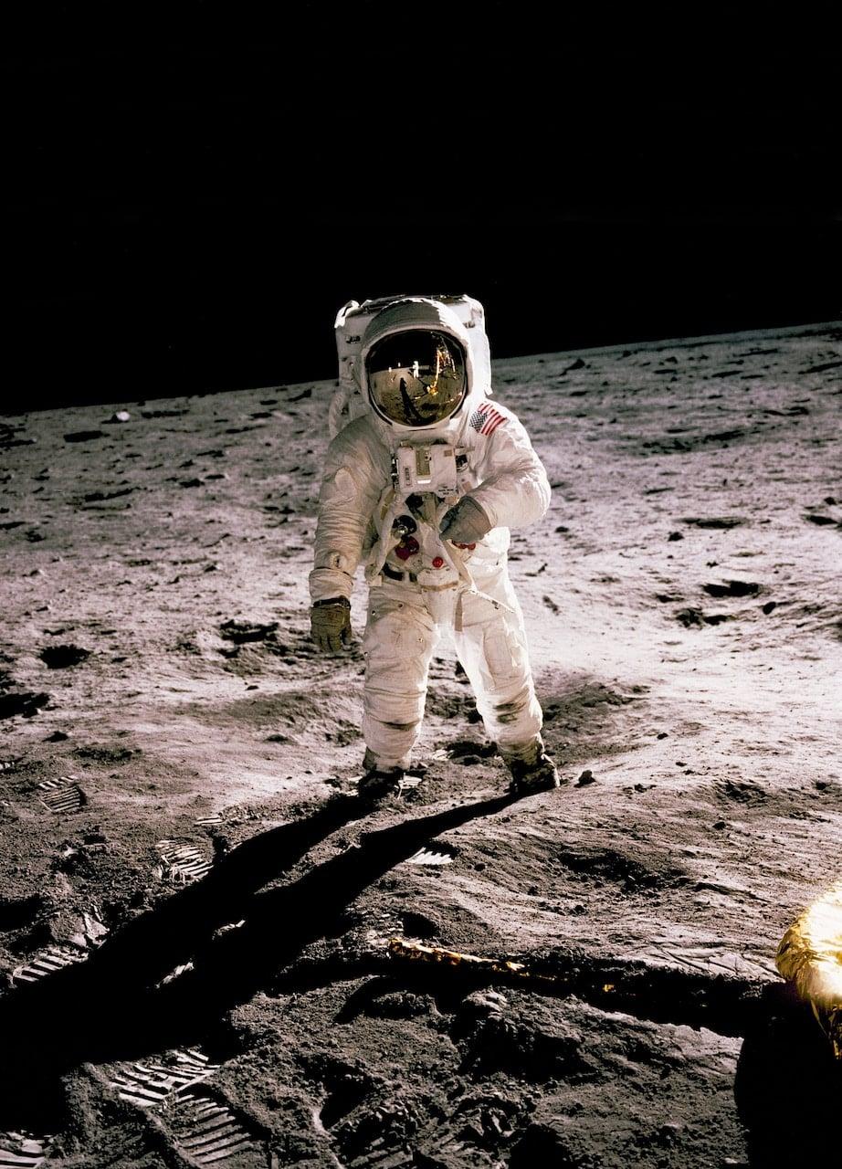 Il Futura è il carattere tipografico della Luna. Abbiamo scritto questo articolo informativo sia per te che per i redattori di Giroidea.
